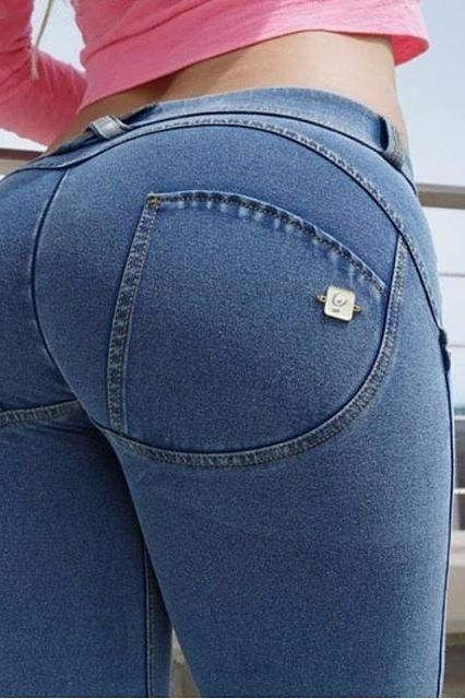 WR.UP® Shaping Jeans Petite Low Light Blue + Yellow Stitching